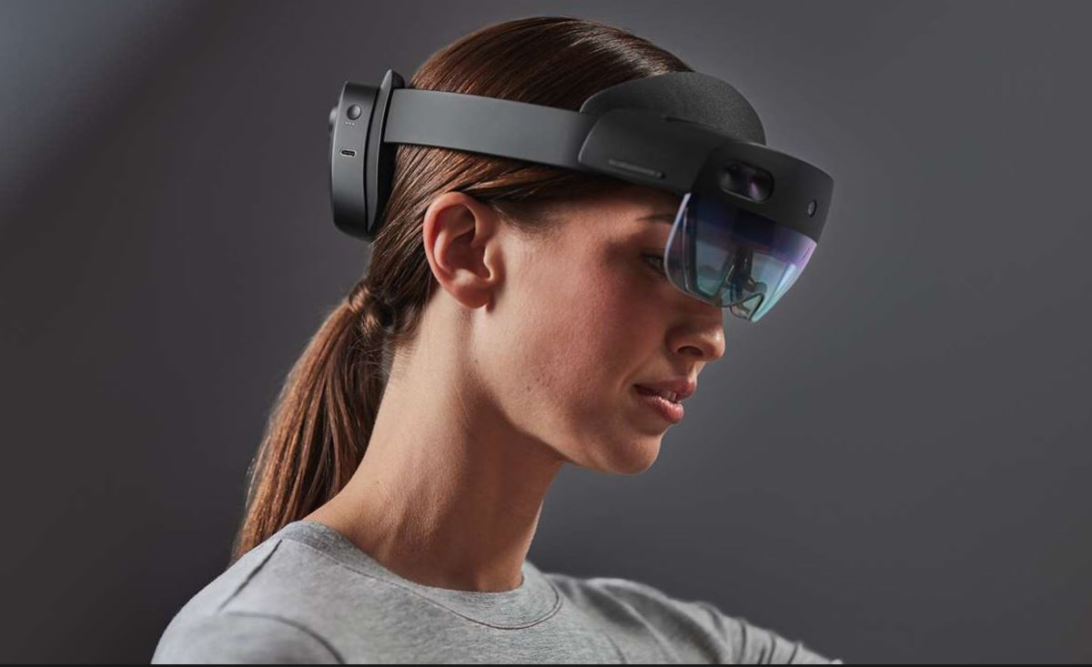 Woman wearing Hololens 2